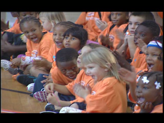HOJO and Harlem Globetrotters Send Tampa Kids Back to School with $15,000