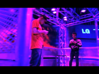 "LG Mobile & Gameloft ""Thrill"" Gamers With ""N.O.V.A. 3D"" Gaming Tournament and Stunning 3D Projection"