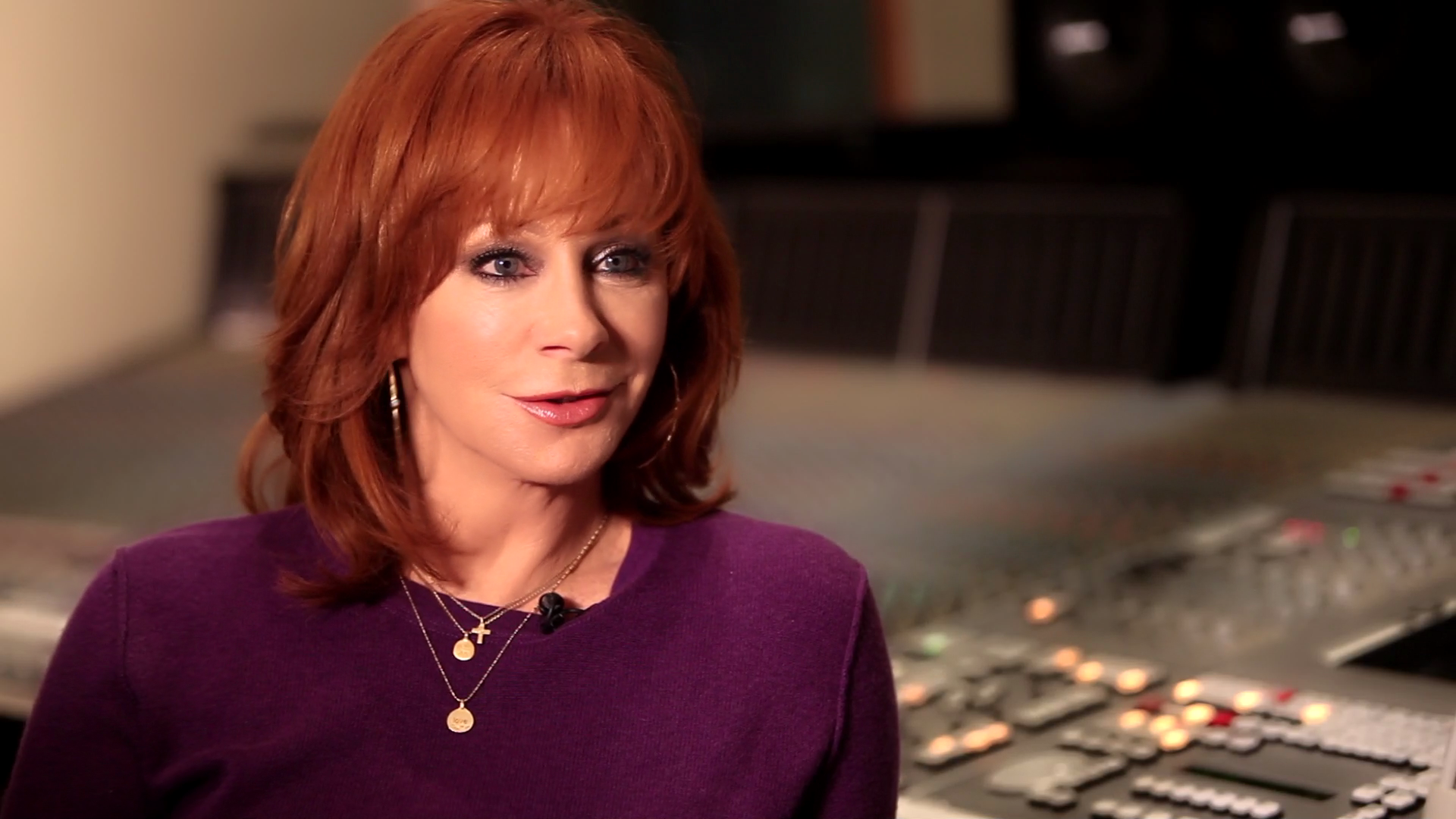 "Reba featured in a four-part ""Moms Who Rock"" video series"