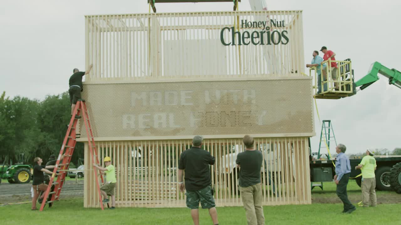 The Construction of the First-of-its-Kind Living Billboard by Honey Nut Cheerios