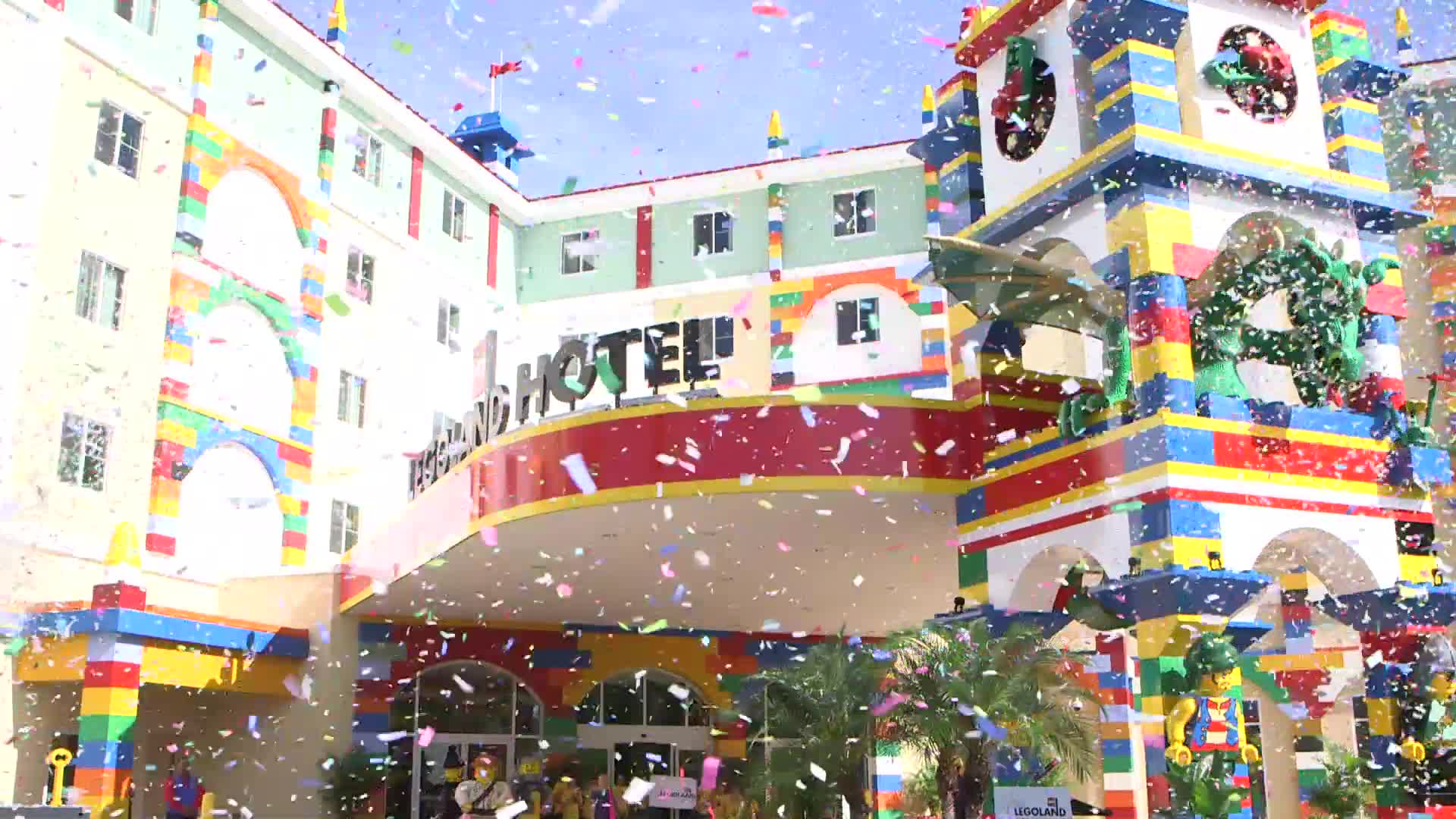 LEGOLAND® Hotel at LEGOLAND® Florida Resort opened today, marking the expansion of the resort to become an immersive, multi-day experience for families. The grand opening was honored with thousands of colorful LEGO® minifigures blasting out of cannons atop the hotel and a child discovering a key to open the hotel built for kids.