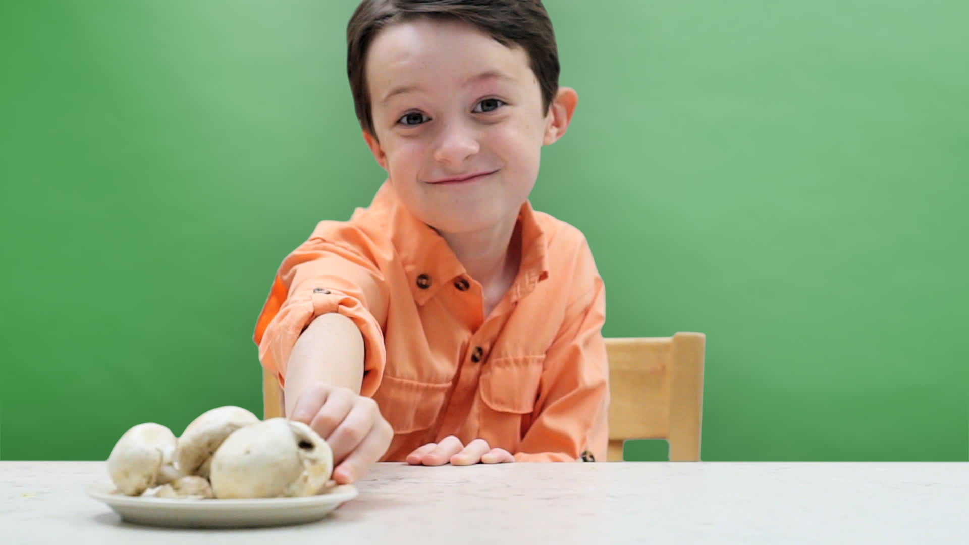Mott's Teachable Tastes is teaching your family the fundamentals of healthy eating by tackling the four barriers that hinder kids from eating right.