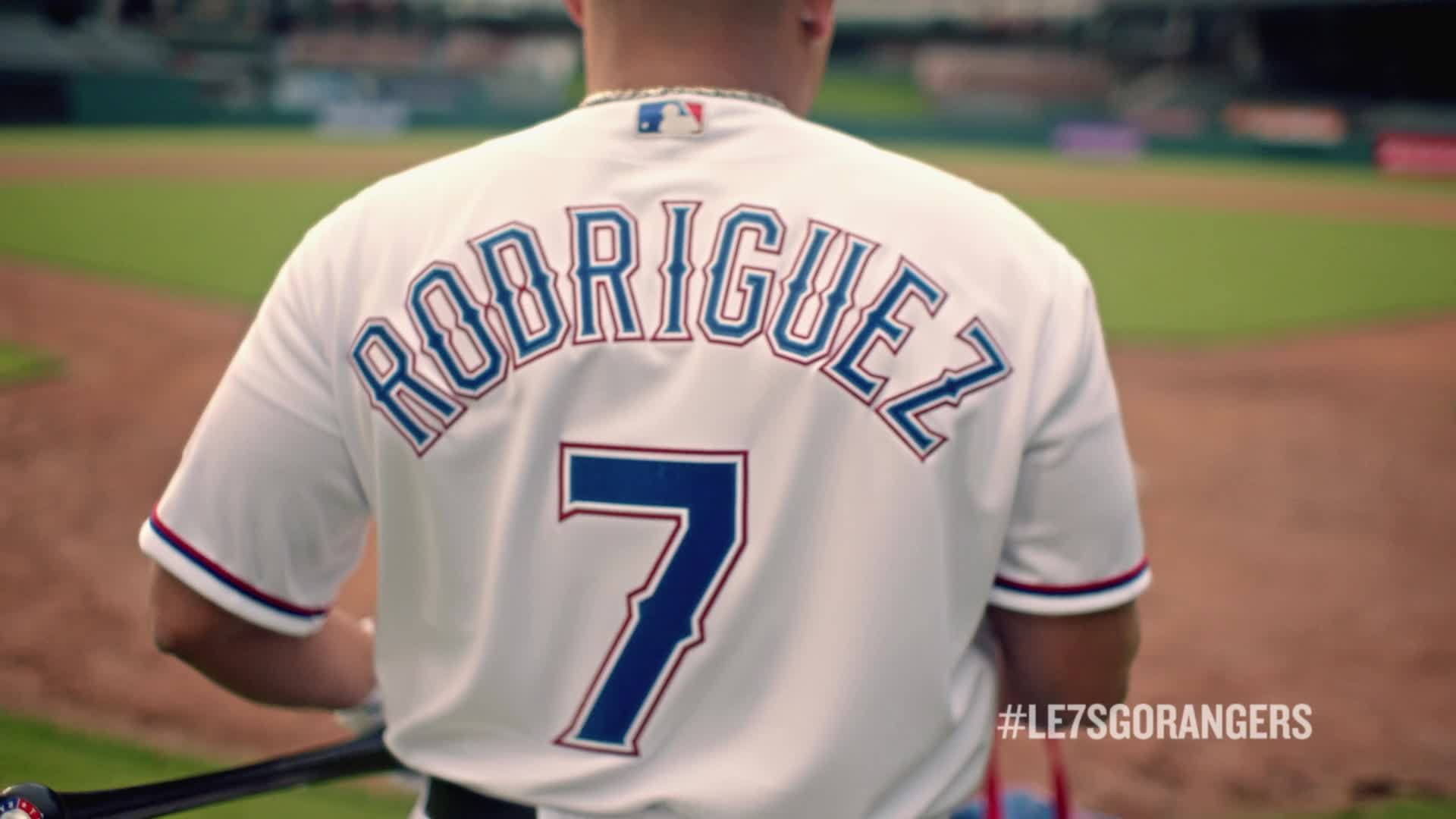 """Papa John's teams up with retired Rangers' #7, """"Pudge"""" Rodriguez, for LE7SGORANGERS pizza deal"""