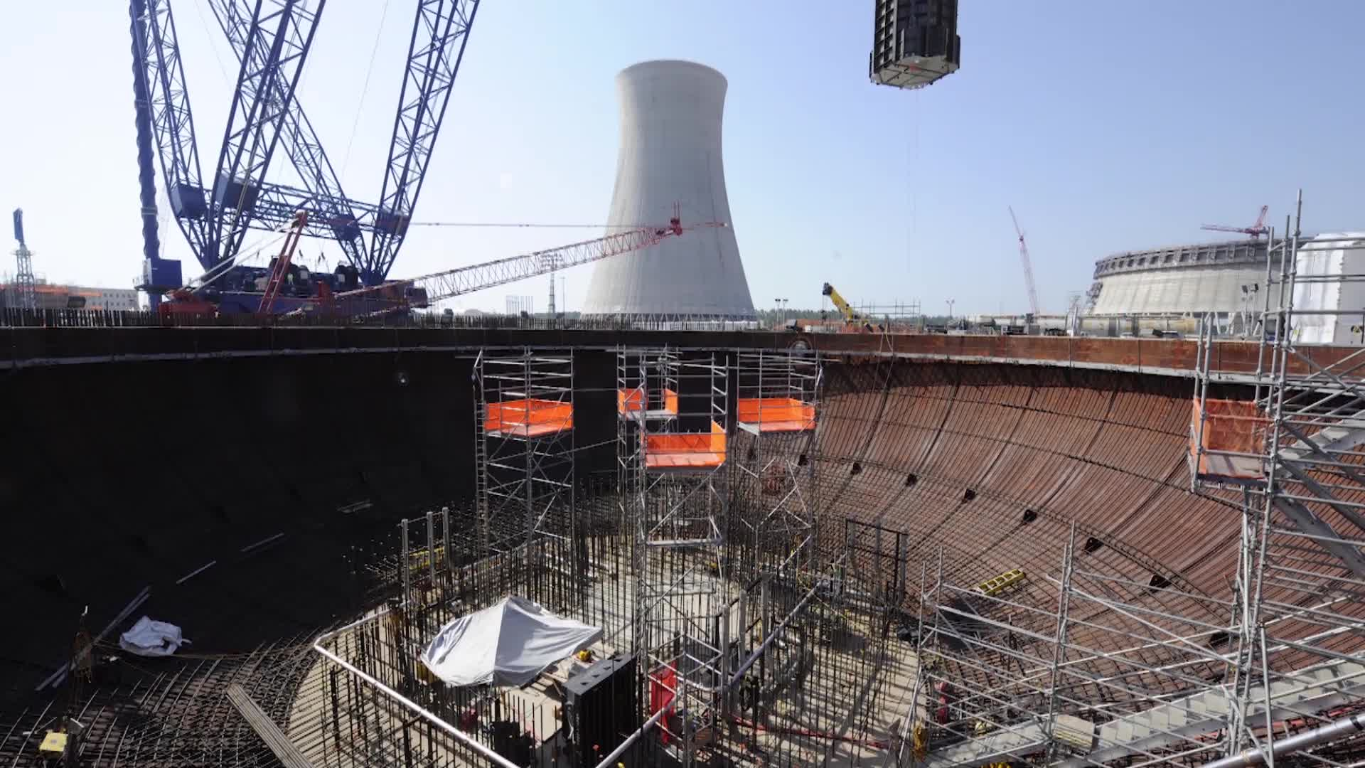The 64 000 pound ca04 module is lifted into the unit 4 nuclear island